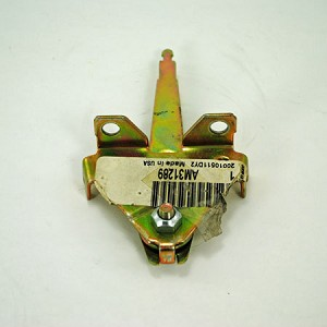 John Deere Throttle and Choke Control Lever - AM31289